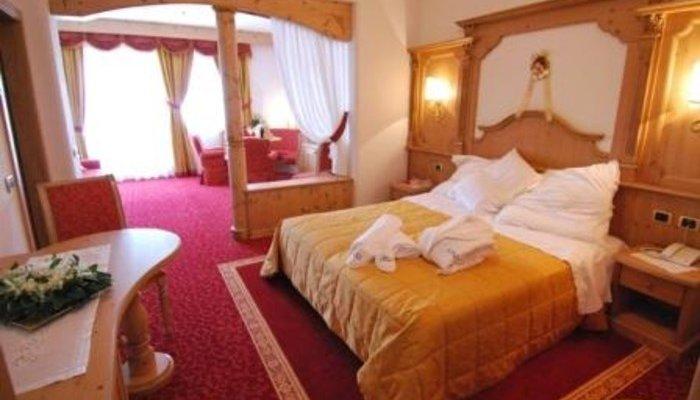 Hotel Belvedere & Paradise Club Center 2051
