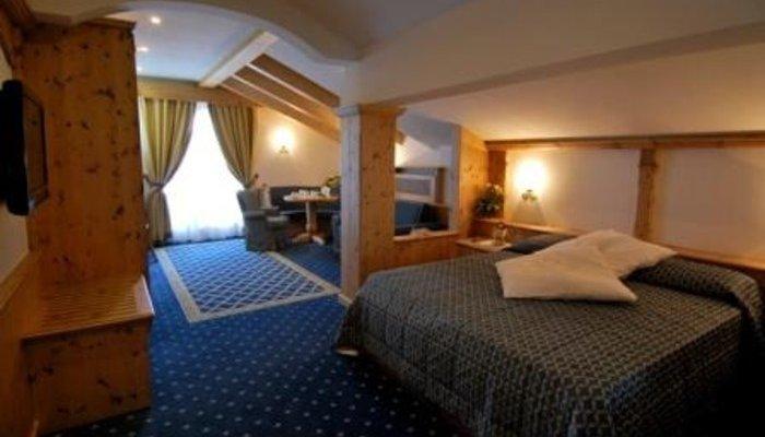 Hotel Belvedere & Paradise Club Center 2052