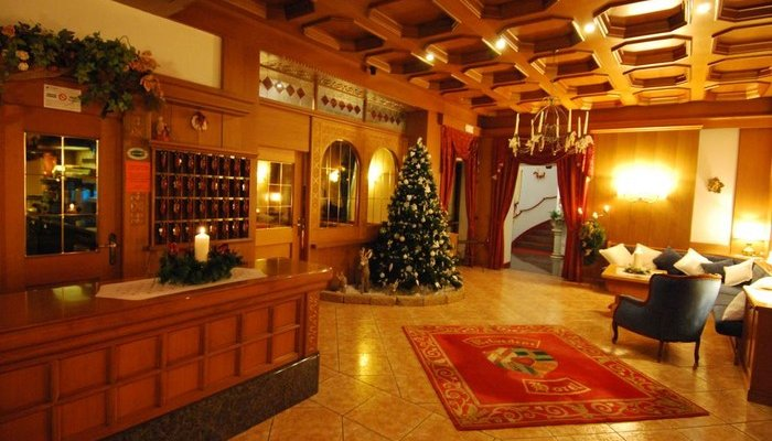 Hotel Belvedere & Paradise Club Center 2071